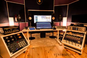 RENEWSOUND - control room