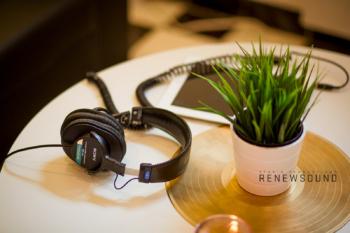 Звукозаписно студио RENEWSOUND - Kitchen, Headphones