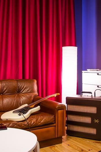 RENEWSOUND Control Room - Tokai Silverstar, Fender Exelsior